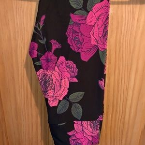 NWT OS LLR Pink Roses Printed Black Leggings